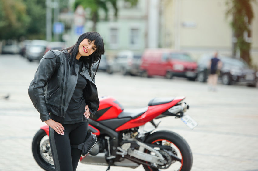 Női motoros ruhák és kiegészítők: találd meg nálunk a felszerelésedet!